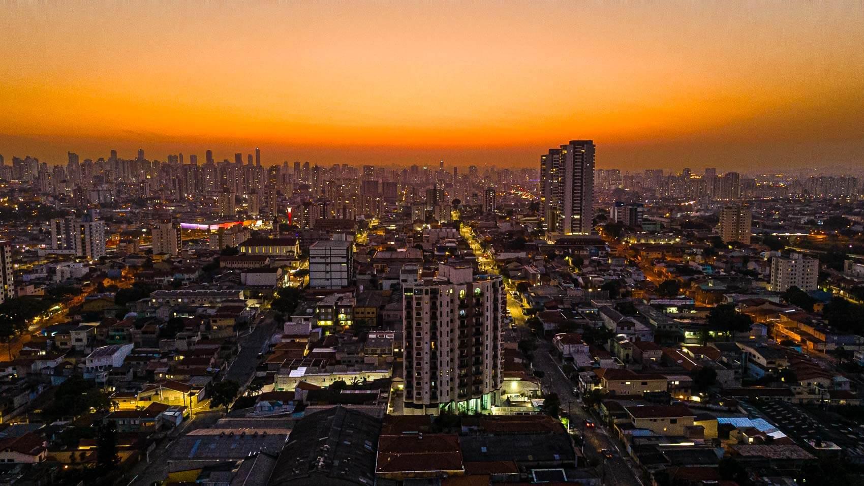 foto noturna com drone